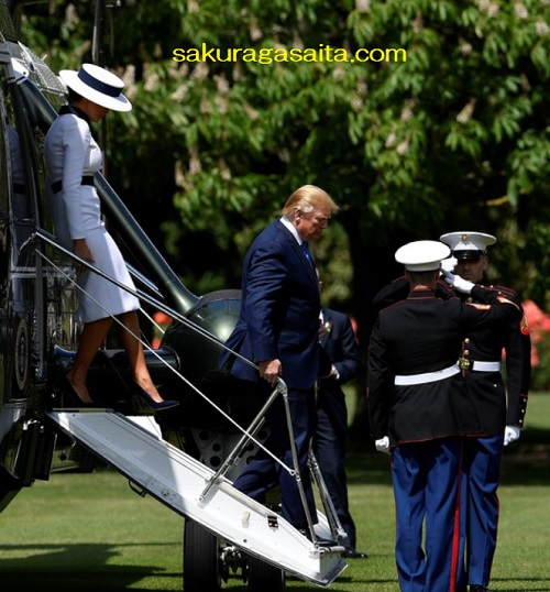 エリザベス女王の芝生に着陸したトランプ大統領