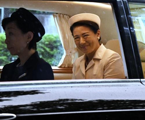 「即位礼正殿の儀」のため、赤坂御所を出る皇后さま=2019年10月22日午前7時3分、東京都港区、伊藤進之介撮影