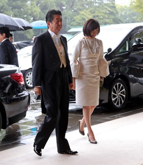 安倍首相と昭恵夫人「即位礼正殿の儀」
