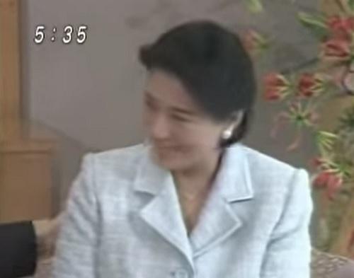 愛子さまが生まれて感激して会見で涙する雅子さま
