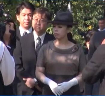 瑤子さまミャンマーで戦没者慰霊碑に拝礼