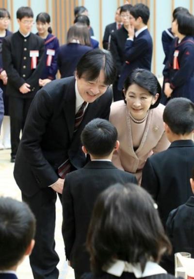 秋篠宮殿下紀子さま第65回青少年読書感想文全国コンクールの受賞者らと懇談