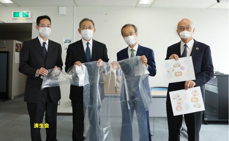 秋篠宮ご一家が済生会に贈った手づくりガウン