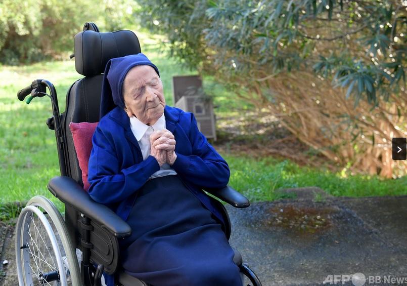 新型コロナから回復した117歳の修道女