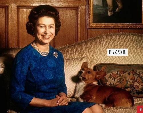 エリザベス女王とコーギー